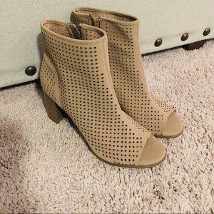 Breckelles Ankle booties chunky heels